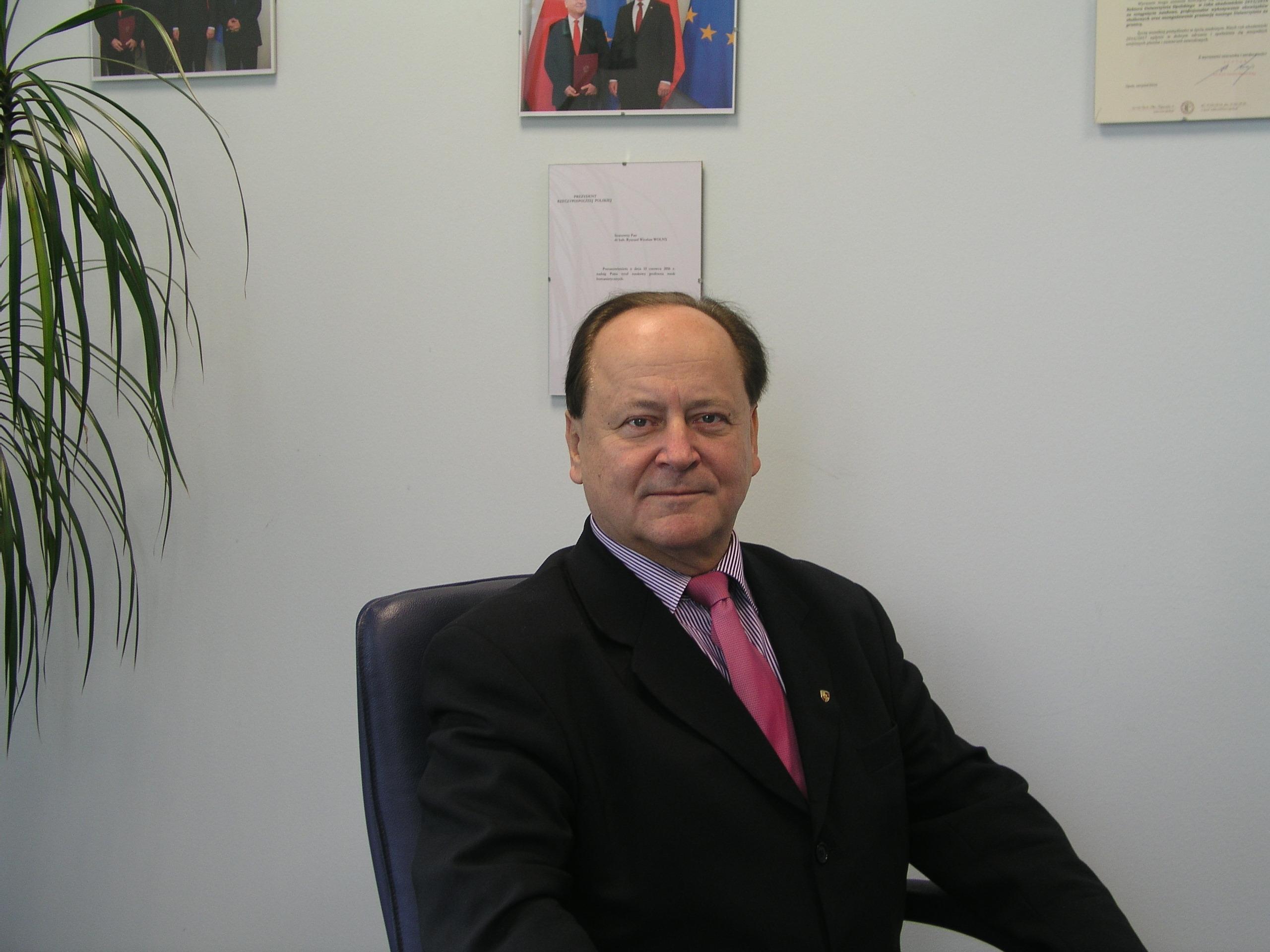 prof. dr hab. Ryszard Wolny